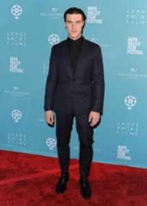 Finn Wittrock on his way in to the Tribute!